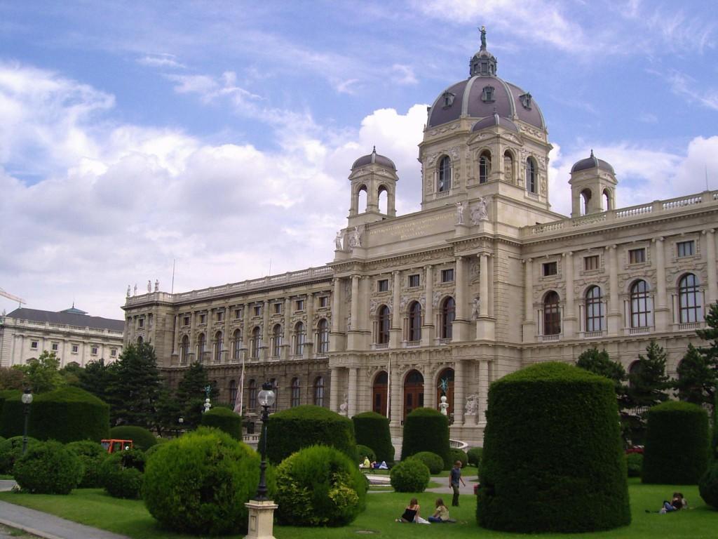 PIC01715 - Lato sx Maria Theresien Platz